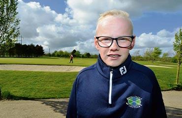 Rasmus som er ordblind og lyddøv, har fået mere glæde i dagligdagen
